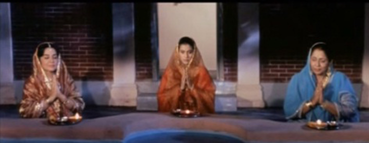 Karva Chauth scene from the iconic Dilwale Dulhaniya Le Jaayenge. Photo credit: YouTube screenshot.