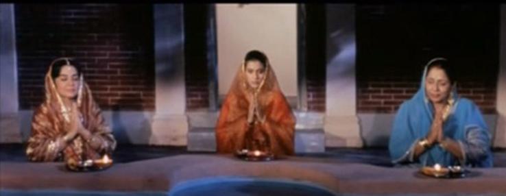 Karva Chauth scene from the iconic Dilwale Dulhaniya Le Jaayenge. Photo credit: YouTube screenshot.