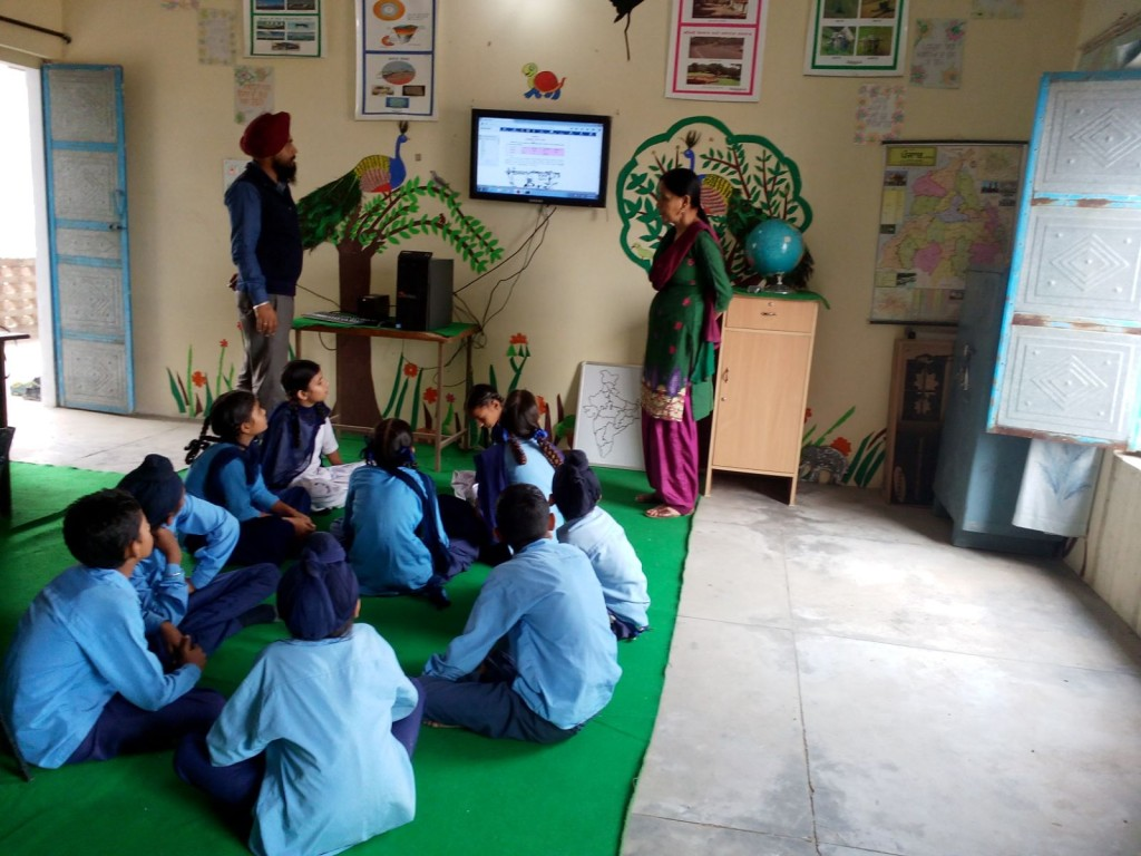 The ReadToMe class is integrated into the school time-table. It is a regular English period and the teachers are trained and empowered to use the software in class.