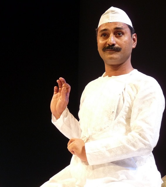 The solo act is written and performed by Mahmood Farooqui and produced by Anusha Rizvi